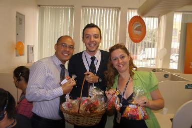 Eder Diniz, Atila Almeida e Gislaine Espósito (coordenadores equipe BMG - Fábrica I) na comemoração da conquista