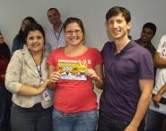 Daniela Neves (RH), Fabiana Patrício (contemplada Fábrica II) e Marcio Manincor (Superintendente de Crédito Imobiliário e Novos Negócios)