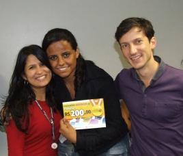 Vanessa Soares (RH), Suelen Camara (contemplada Fábrica II) e Marcio Manincor (Superintendente de Crédito Imobiliário e Novos Negócios)