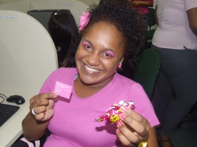 Ação de distribuição de brindes às mulheres na equipe BV Telecobrança - Fábrica I (gerente: Jheisa Bridi)