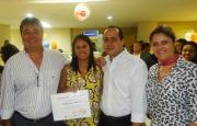 Alexandre Melhado (Diretor Executivo Adm. Financeiro), Edileuza da Cruz (recuperadora homenageada), Joel Alves (gerente operacional filial Salvador I) e Adriana Mattos (Superintendente de RH)