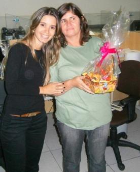 Paula Ferreira (advogada) e Valderes (Serviços) na Páscoa da filial jurídica Belo Horizonte