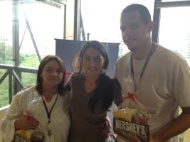 Jovita Ramiro e Weslei Soares (premiados com o Desafio de Páscoa) e Dejayne (coordenadora) na filial Curitiba
