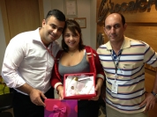 Luciano Perrin (gerente filial Goiânia), Nattasha Lorrany (recuperadora premiada filial Goiânia) e Laércio Machado (coordenador operacional filial Goiânia)