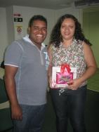 Iviney do Nascimento (coordenador filial Vitória) e Gildete dos Santos (recuperadora premiada filial Vitória)