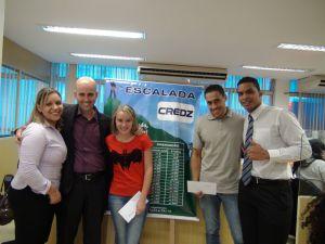 Leila Santos (supervisora SPA1), Cezar Mendes (gestor Credz), Joyce Correia e Hamilton José (recuperadores premiados SPA1) e Guilherme Jeronimo (coordenador SPA1)